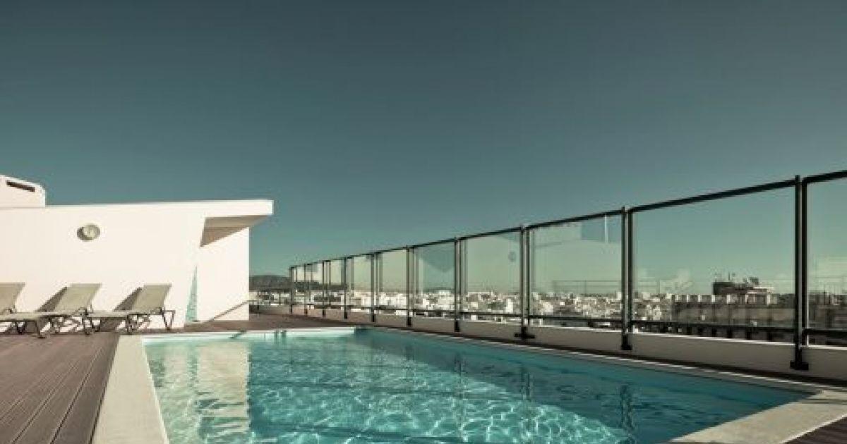 Le prix d\u0027une piscine à fond mobile  un bassin luxueux avec sol qui - Prix D Une Terrasse Beton
