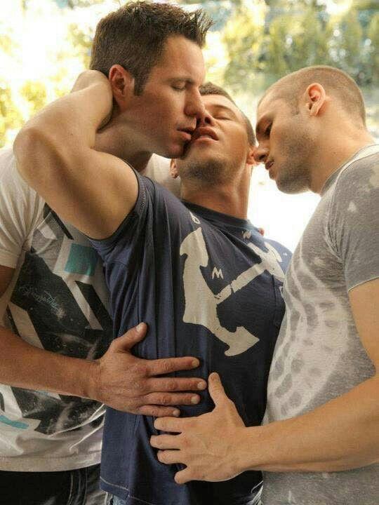 Threeway bliss Hot Guys, Sexy Guys, Julian Rios, Men Kissing, Love Kiss