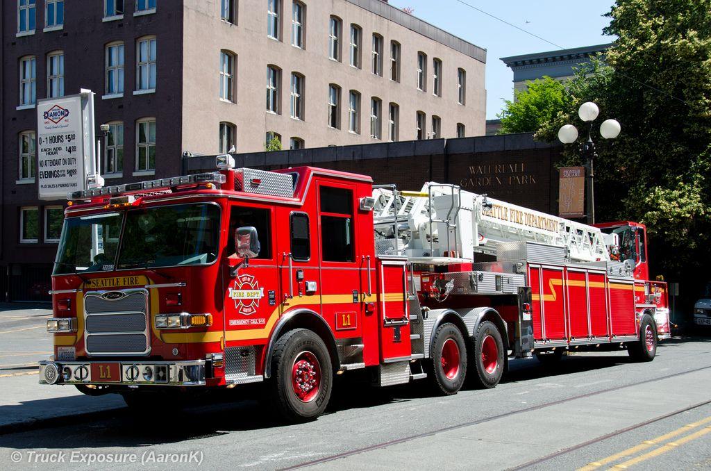 Seattle Fire Dept  Pierce Arrow XT Ladder 1 (L1) | Fire Apparatus