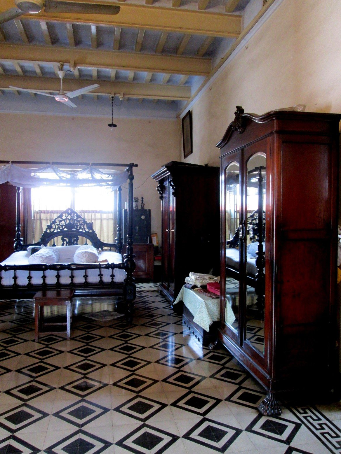 Quintessentially Bengali The Gooptu House Calcutta Indian Home Interior Indian Homes Bungalow House Design