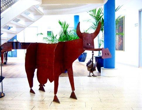 Holy Cow... #cow #scultura #skulptur #bernhardlipsøe #sculpture #sculptures #scandinaviandesign #danishdesign #danishart #art #arte #artes #escultura #kunst #konst #artwork #exhibition #galleri #udstilling #copenhagen #københavn #natureart #nyc #sanfrancisco  #denmark #danmark #sculpting #arts #modernart by lipsoe