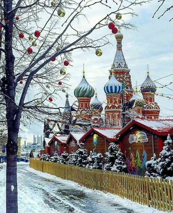 St Basil spires Moscow at Christmas time (With images ...