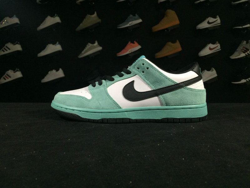 DUNK 819674 301 NIKE DUNK SB LOW IW WHITE GREEN SHOE FOR SALE Big Boys Youth 9cf00fd12416