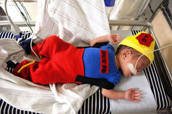 These Awesome NICU Nurses Made Halloween Costumes For Their Preemie Patients & These Awesome NICU Nurses Made Halloween Costumes For Their Preemie ...