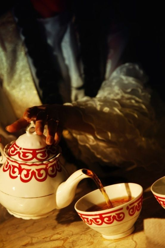 Serving tea in Kazakhstan. In Kazakhstan tea is a traditional and highly popular hot drink and is consumed in both co… | Food culture, Kazakhstan food, Drinking tea