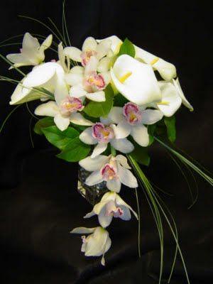 Ramo de orquideas y calas blancas