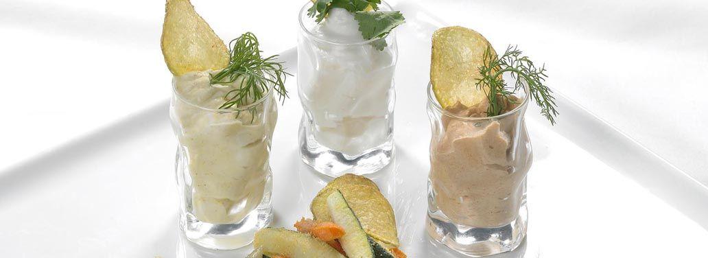 Bicchierini golosi di spume di Taleggio D.O.P. chips di patate e verdurine fritte - antipasto http://www.taleggio.it/eu-it/bicchierini-golosi-di-spume-di-taleggio-dop-chips-di-patate-e-verdurine-fritte.aspx