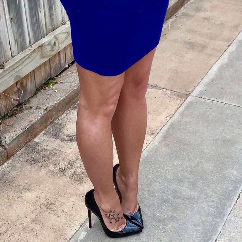 "1,442 mentions J'aime, 22 commentaires - Jenny (@whatjennywears) sur Instagram: ""#christianlouboutin #louboutin #sokate #tattoo #redsoles #highheels #loubidallas #stilettos #heels…"""
