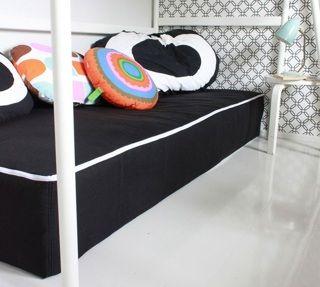 Anna kotoa muuttavalle nuorelle lahjaksi Zipit-patjansuojus, ja uusi oma koti pysyy siistinä helposti! Patjansuojuksilla saat myös juhlakotiin kätevästi lisää istumatilaa; makuuhuoneiden runkopatjat vaikka terassille ja zipitit päälle! - Astubutiikkiin.fi