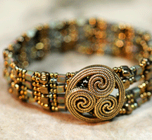 Beaded Big Button Cuff Bracelet Pattern by Carole Ohl at Bead-Patterns.com
