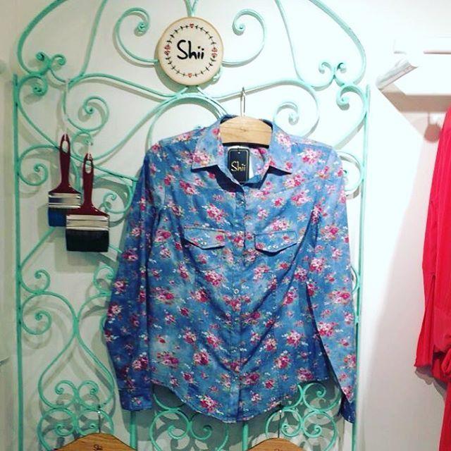 Camisa jeans floral