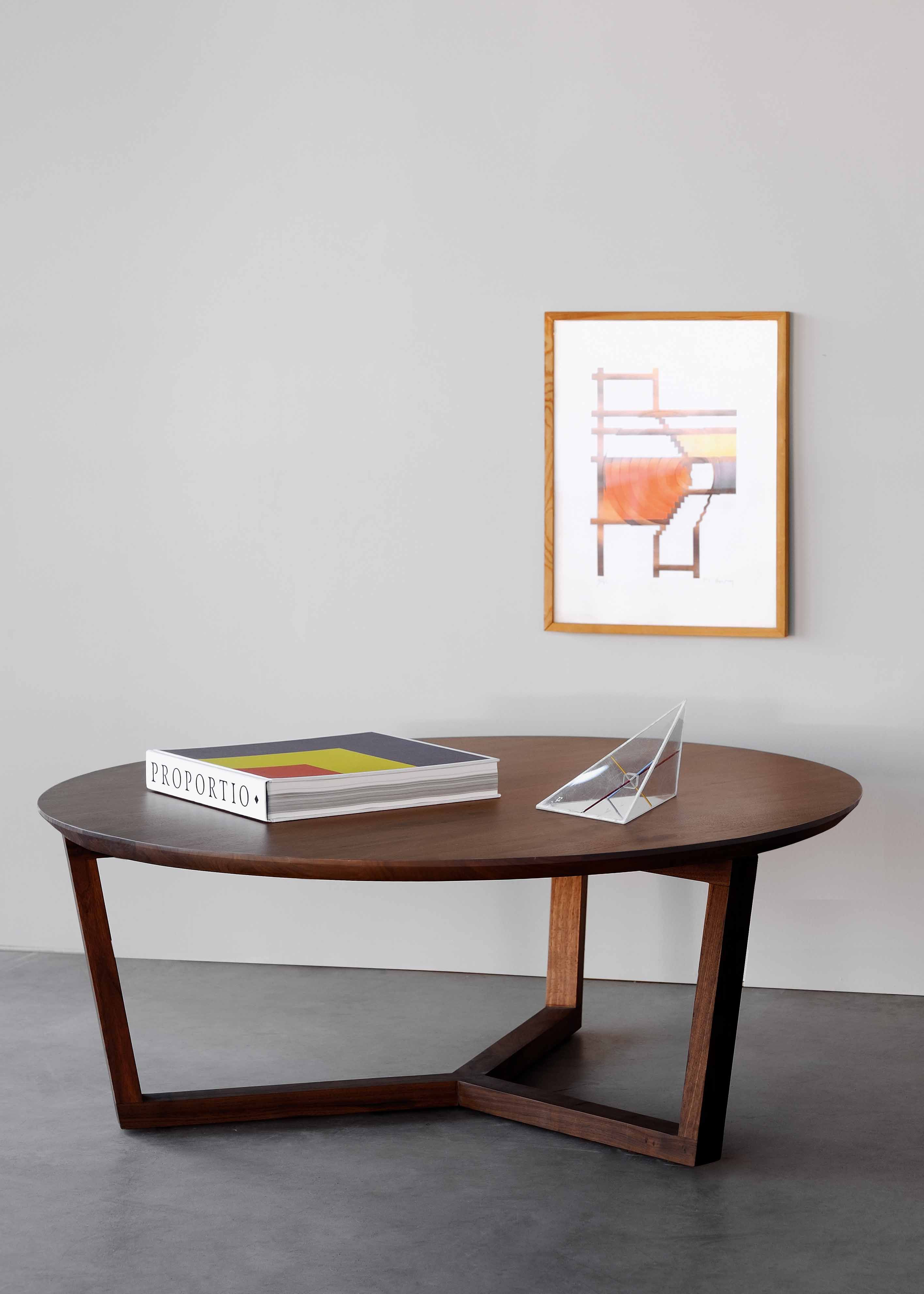 The Tripod Coffee Table Is Characterized By Clean Lines And Contemporary Aesthetics Also Available In Oak Livingroom Ethnicraft Solid Design Mobili Tavoli