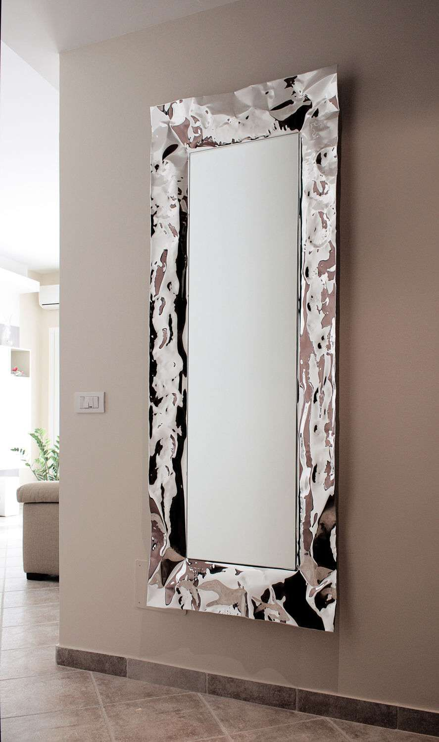 grand miroir mural pour une d co l gante grand miroir pinterest grands miroirs muraux. Black Bedroom Furniture Sets. Home Design Ideas