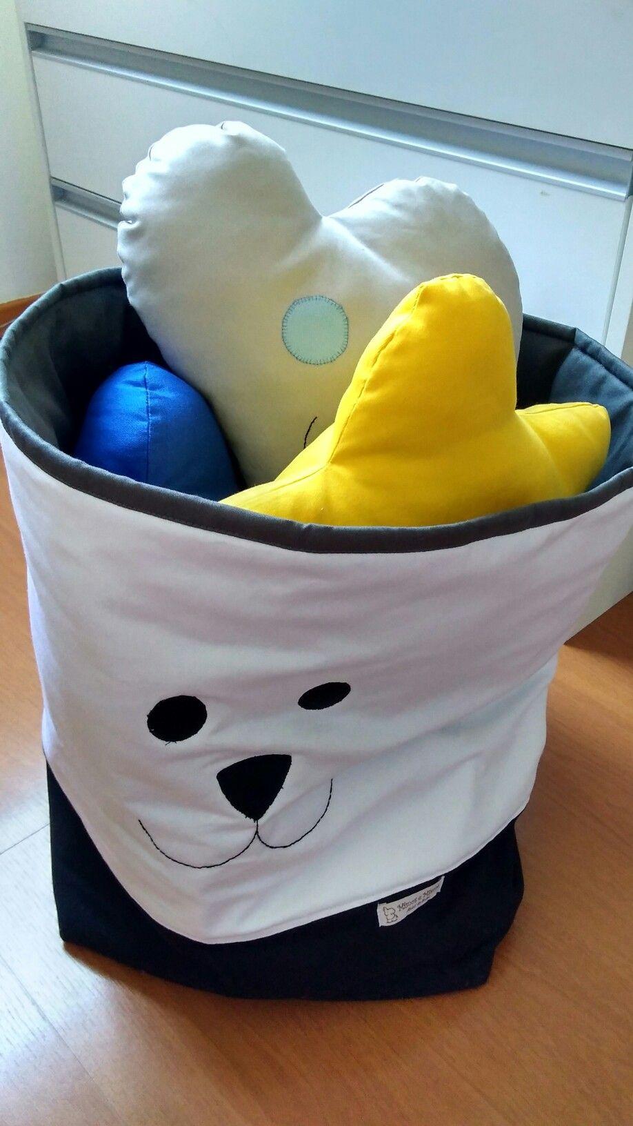 Cesto para brinquedos feito todo no tecido, e pode ser lavado a máquina.