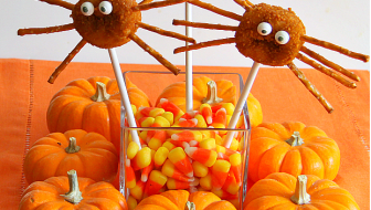 To make donut spider pops for an easy Halloween dessert, all you need are mini crumb donuts, pretzel sticks, lollipop sticks and eyeballs. Easy for kids.