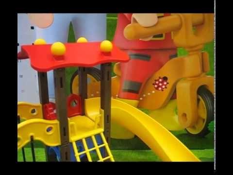 Die Playmobil KiTa und der Spielplatz aufgebaut im Video