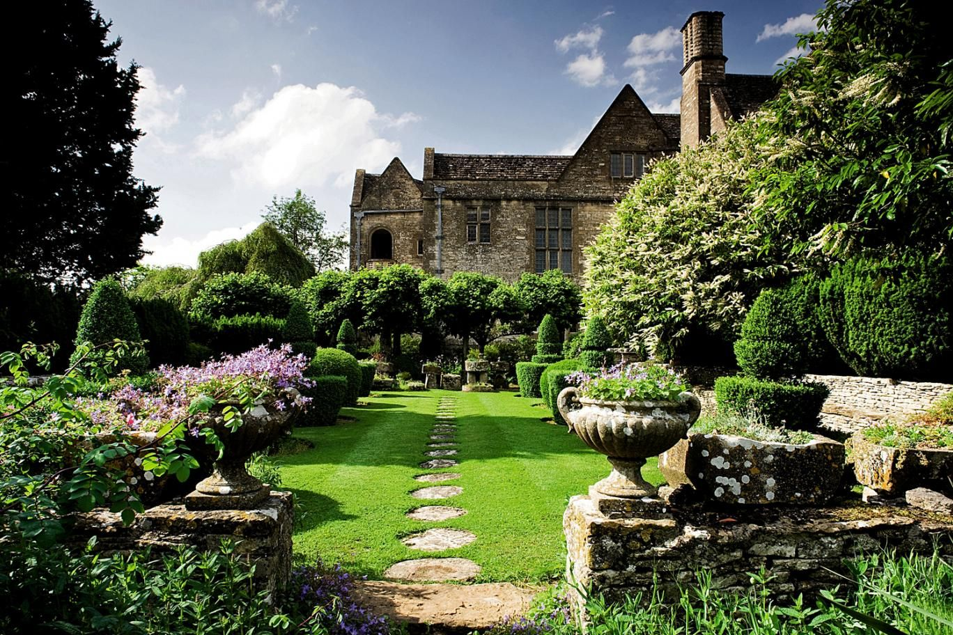 Modern Country Style The English House Garden And Designing Gardens Book Reviews Click Through For Details