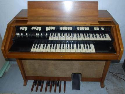 hammond orgel m100 in hessen taunusstein. Black Bedroom Furniture Sets. Home Design Ideas