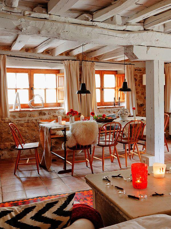 Una casa de campo de piedra y madera fachadas de piedra for Casas de piedra y madera