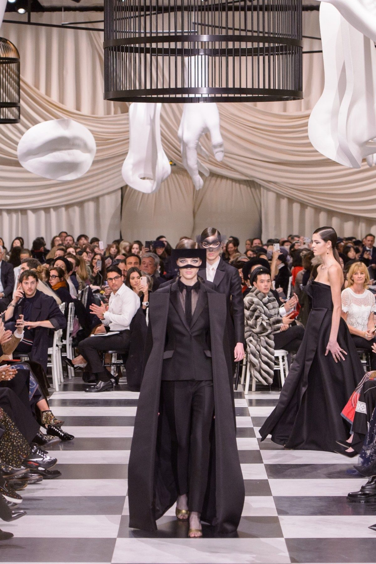 Assez Christian Dior Spring 2018 Couture Fashion Show - The Impression  XB14
