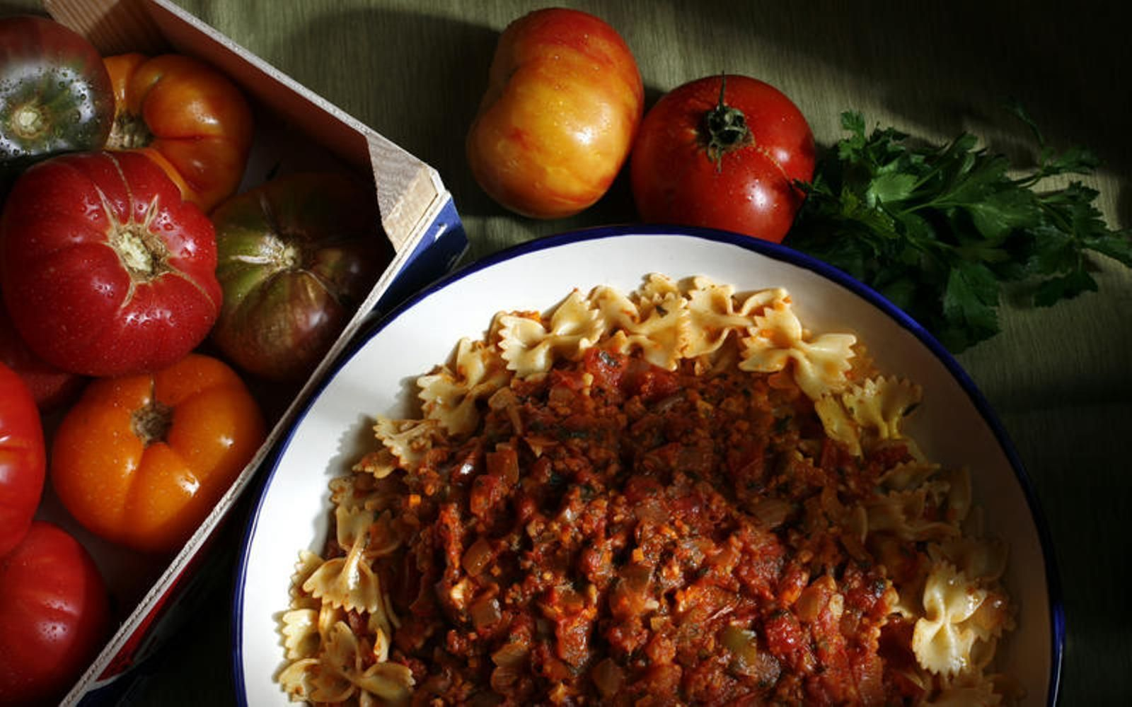 Have extra tomatoes? Try this summer tomato sauce recipe