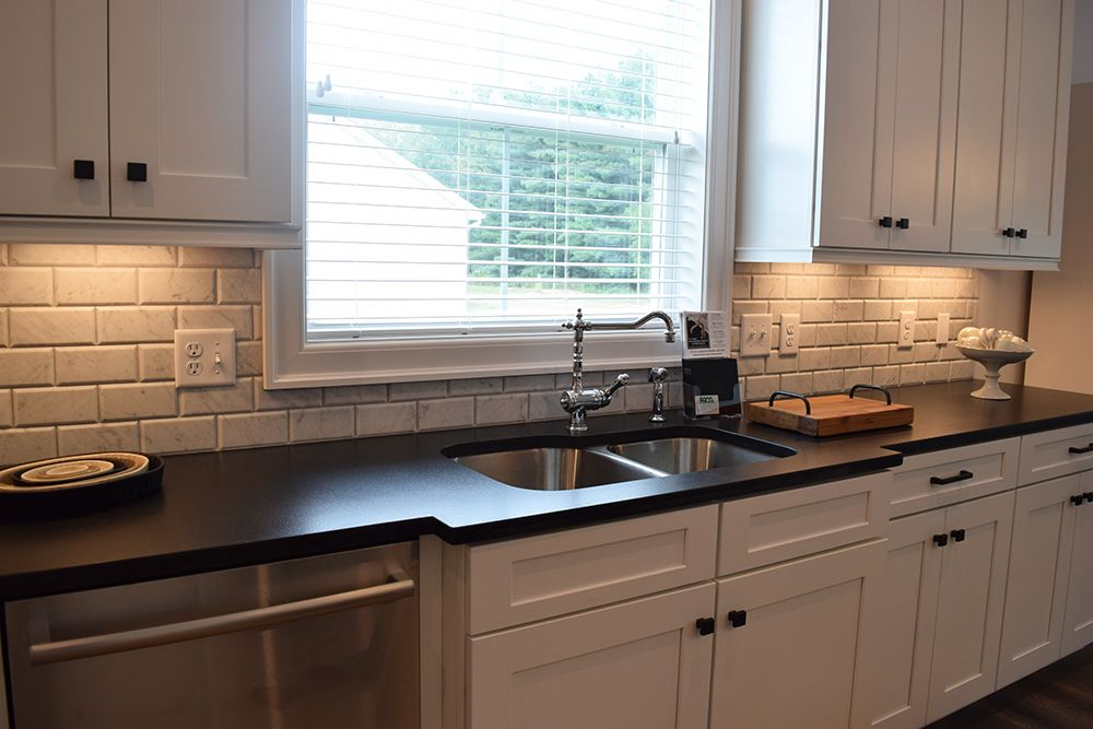 Get The Look The Beveled Stone Tile Backsplash In This Kitchen