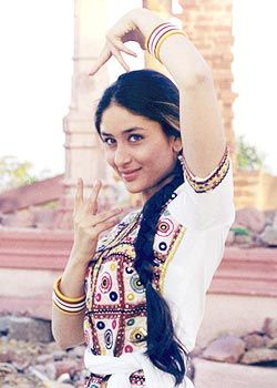 Kareena Kapoor Khan S Old Still From Her Debut Movie Refugee She Is Looking Gorgeous Here Kareena Kapoor Kareena Kapoor Pics Bollywood