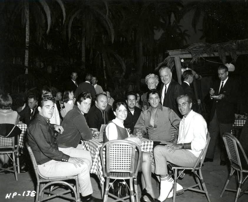 Elvislunch time with friends after a working day on the set of the movie Paradise Hawaiian style in august 1965.