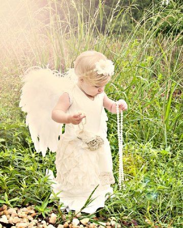 Feather Angel WingsAvailable in White or Pink in Two SizesGreat for Photos!