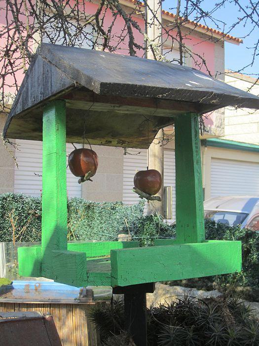 Comedero para pajarons de jardin reciclando trozos de for Jardines venecia