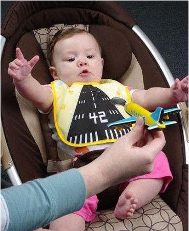 deze baby heeft een landingsbaan op zijn slabbertje