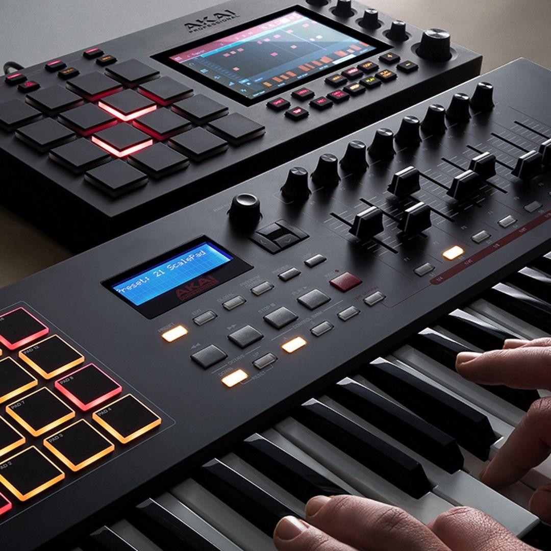 Akai Mpc Live Music Production Workstation Lightweight And Portable The Mpc Live Is A Versatile Home Recording Studio Setup Home Studio Music Music Studio