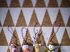 weihnachtsbaumanhaenger aus erdnuessen basteln