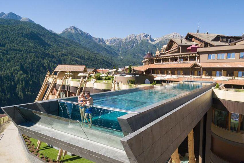 10 belles piscines parois de verre sur un ou plusieurs c t s plein ciel piscines et les. Black Bedroom Furniture Sets. Home Design Ideas