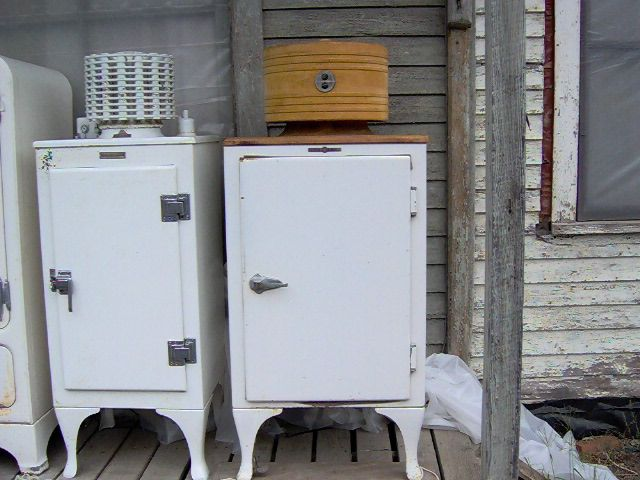 General Electric Monitor Top Refrigerators Circa 1927 29 On The Left 1933 35 On The Right Top Refrigerator Locker Storage Refrigator