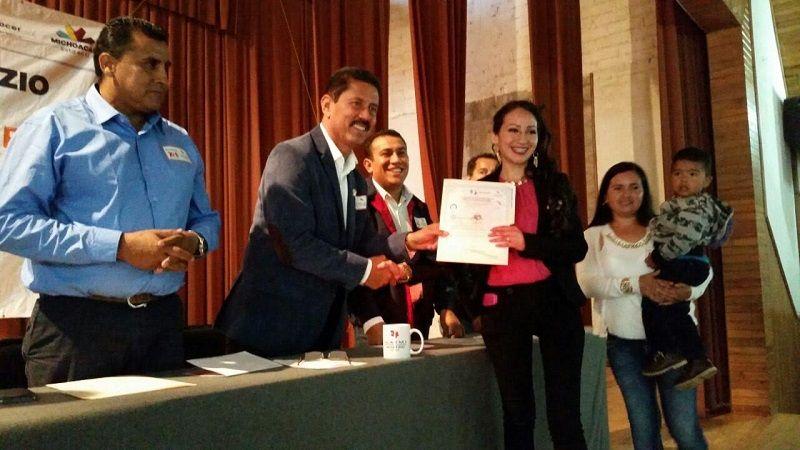 Cumplieron 17 y 22 años de su creación, respectivamente, y conjuntamente atienden a 12 municipios y cerca de 7 mil michoacanos que este año se capacitan para el trabajo – ...