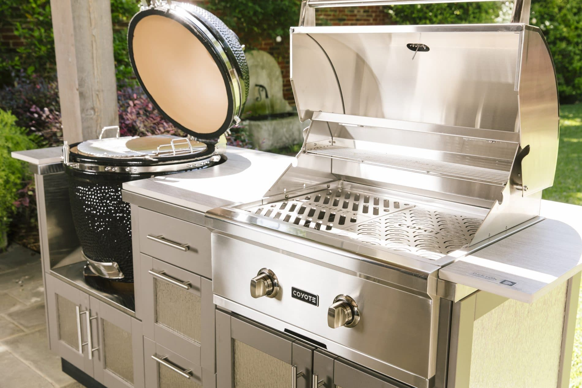 Coyote Grills Makes Both Asado Smokers And Gas Grills For A Solid Outdoor Grilling Experience With A Wide Hea Outdoor Appliances Outdoor Kitchen Built In Grill