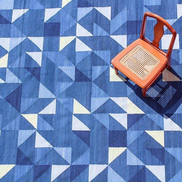 Color, textura y forma en los tapetes tejidos de @biyuumx 💙de nuestros favoritos en @caravanaam ¡checa el post en el link en bio! ⬆️#diseñomexicano #consumelocal #hechoenméxico #consumelocalmx #diseñomx #tapetesmexicanos #rugs #rug #rugshopping #tapetescontemporaneos #tapetesconalma #tapetespersonalizados #blue #geometric #geometry #handmadewithlove #hechoamano #yocompromexicano #consumelocalmx