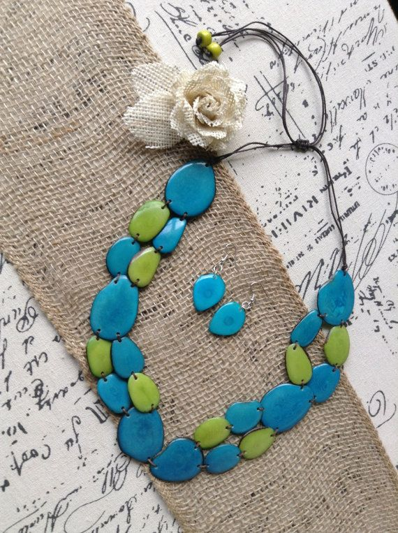 #chunkynecklace #turquoisenecklace #statementnecklace #bibnecklace #taguanutjewelry