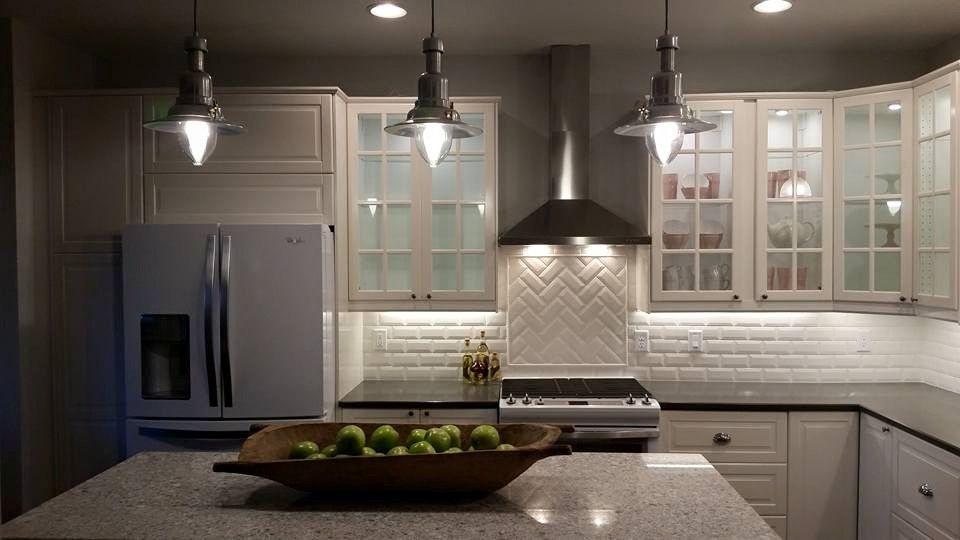 Kitchen Designed Purchased And Assembled By Homeowner Utilizing Ikea Products Cabinets Are Bodbyn Sink Is Domsjo Pendant Light Kuche Einrichten Kuche Ideen