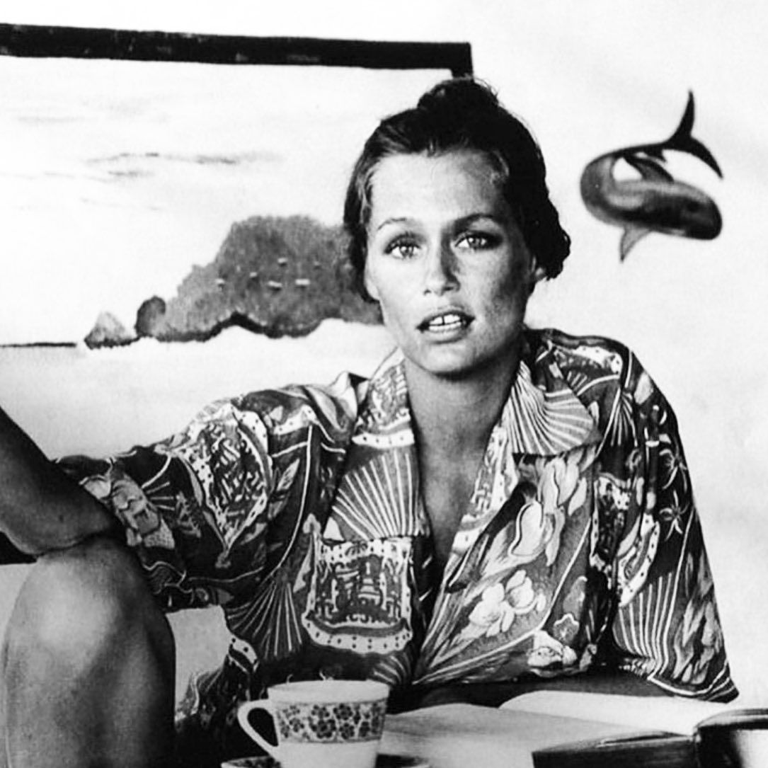Naomi Campbell Kate Moss Flaunts Their Sizzling: Babe Inspo Lauren Hutton In Her Hawaiian Shirt