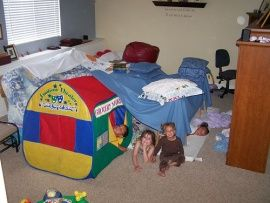 #834 Building an amazing couch cushion fort - 1000 Awesome Things