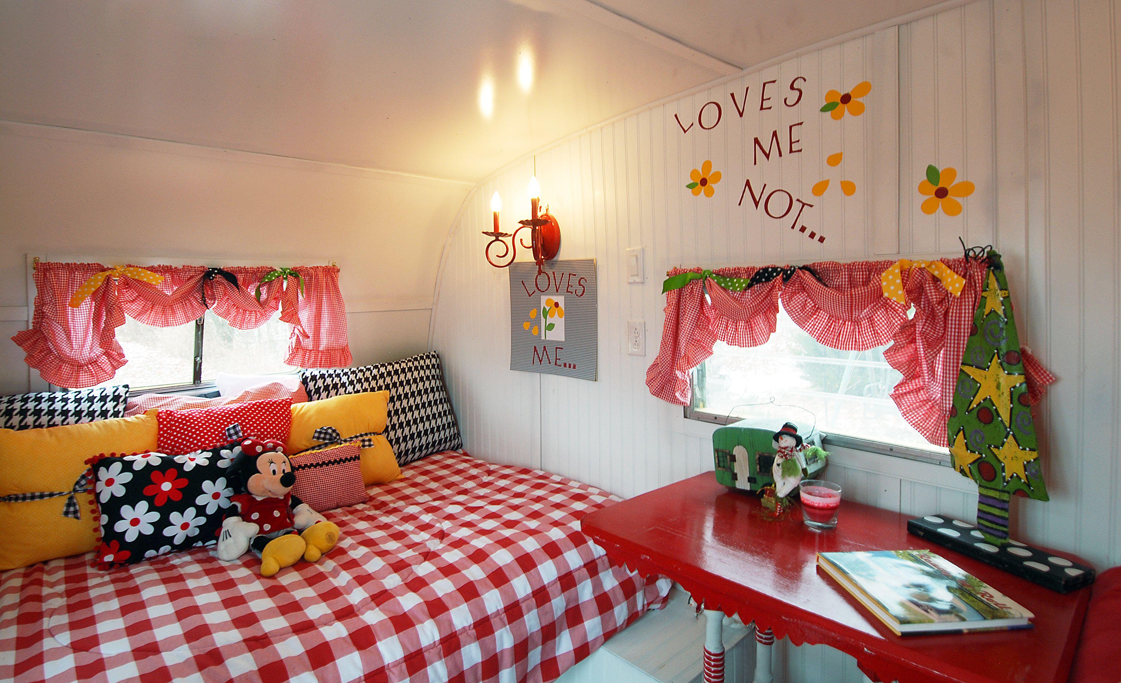 Pin de berta alicia en homes on wheels casa sobre ruedas caravanas y ruedas - Decoracion interior caravanas ...
