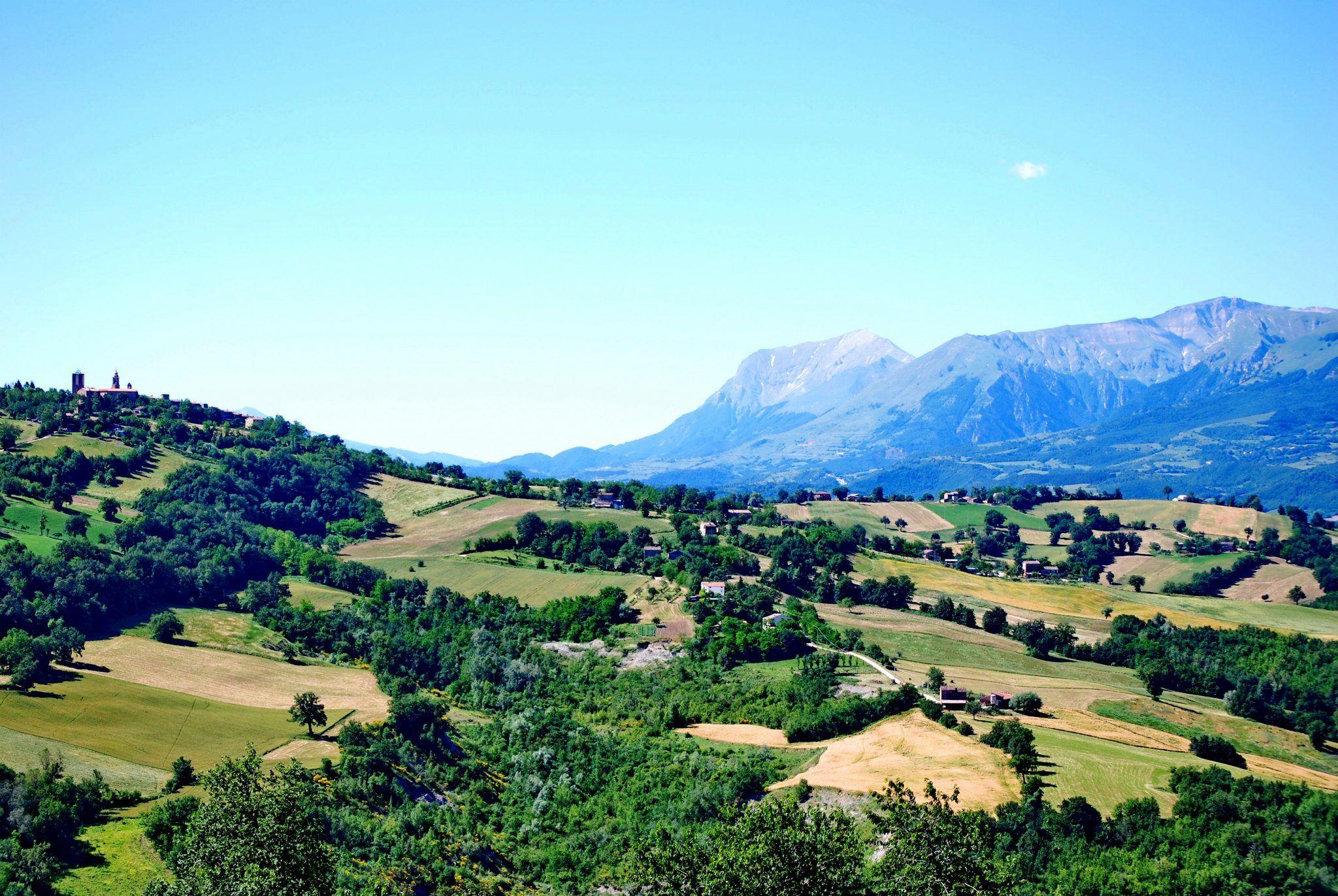 http://www.hotelsinmarche.com/agriturismo-elisei  Panoramica di #Gualdo di #Macerata