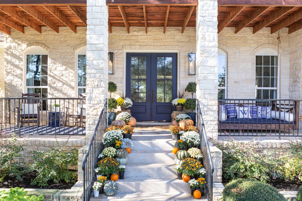 Fall Front Porch Reveal — Liz White #fallfrontporchdecor