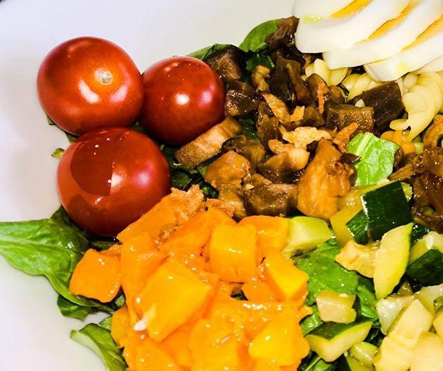 Para comer hoy 💚: ensalada saludable y personalizada de nuestro ...