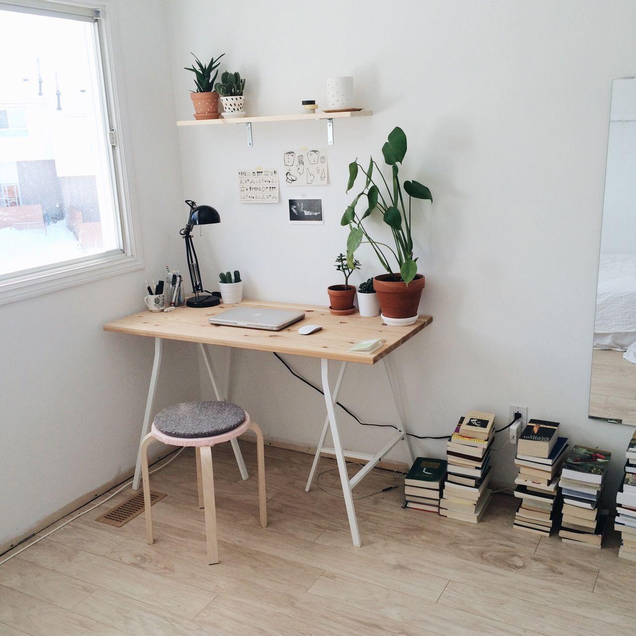 Minimalist Desk Space. Source: Pirumparum.tumblr.com