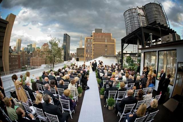 Studio 450 Features 360 Degree Views Of New York City And The Hudson River Starting From 6000 This New York Rooftop Is The Perfe Outside Wedding New York Rooftop Event Venues