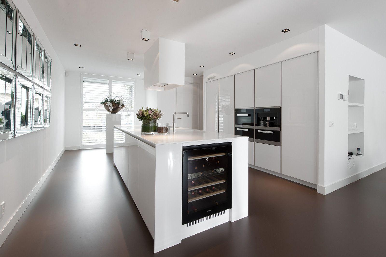 Witte hoogglans keuken met kookeiland snaidero way exclusieve