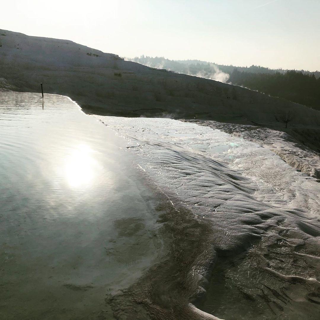 Pamukkale in winter! 冬のパムッカレ! #pamukkale #hierapolis #turkey #de…